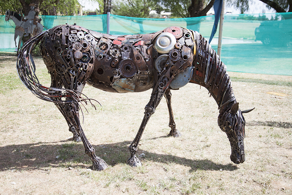 2014 National Farm Art Sculpture Award Winner, Stuart Taylor's Grazing Horse